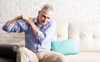 ¿Por qué tengo dolor en el hombro al levantar el brazo?